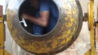 QUANDO O ENCARREGADO NÃO ESTÁ NA OBRA (Peão dentro da betoneira)