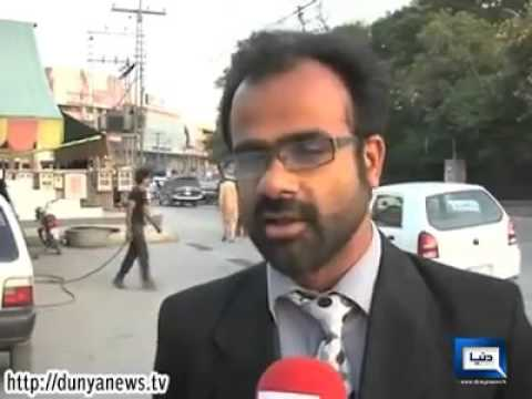 fights with traffic warden lahore   YouTube