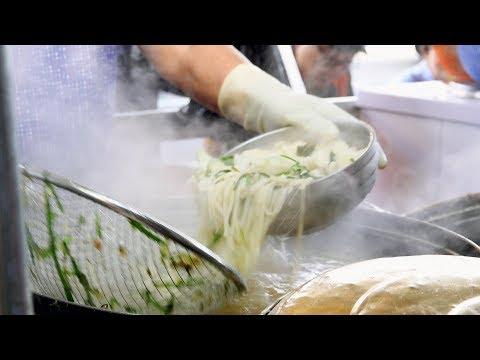 Korean Style Pasta Soup / Korean street food / 막 퍼주는 수제비 맛집