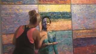 Ню боди арт шоу с картиной Сергея Федотова «Майами Бич» на неделе Арт Базель, США.