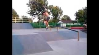 preview picture of video 'skatepark ełk kickflip fs boardslide'