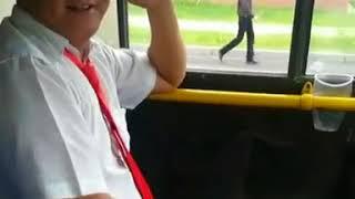 Астана LRT уволила водителя, управлявшего автобусом без руля в Астане