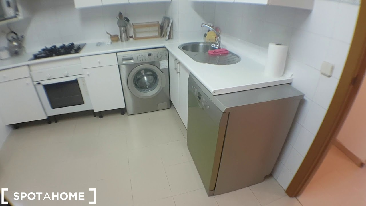 Double Bed in Rooms for rent in 4-bedroom apartment in Tetuan