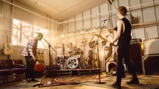 5SOS- LONG WAY HOME MUSIC VIDEO