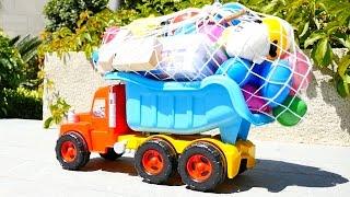 Отдых с детьми. Игры с машинками на пляже.