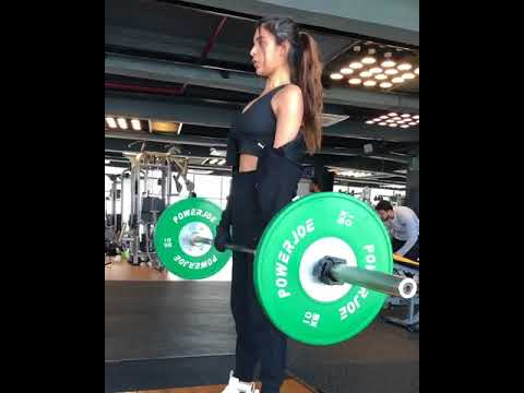 Nidhhi Agerwal's Instagram posts prove she is a fitness freak!