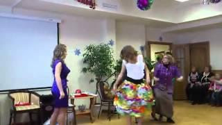 Дискотека  гламурные девушки против деревенских баб