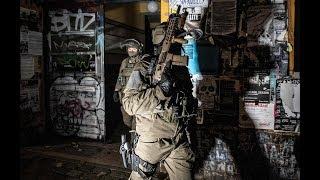 RIGAER STRASSE: Spezialkräfte stürmen besetzte Häuser in Berlin