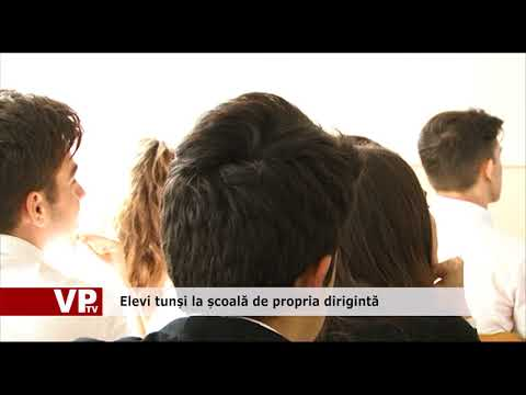 Elevi tunși la școală de propria dirigintă