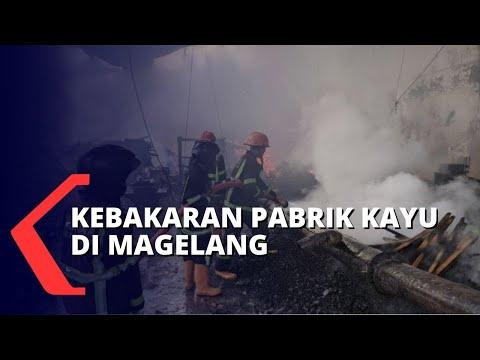 pabrik kayu di magelang terbakar belasan damkar dikerahkan