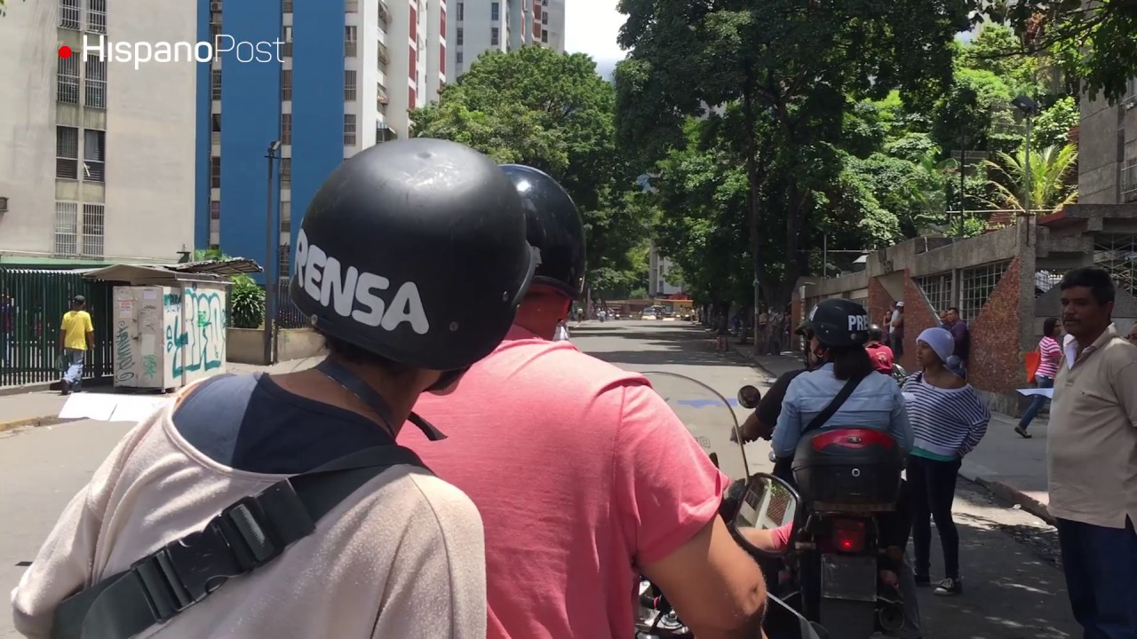 Periodistas vencen barricadas en Venezuela para informar