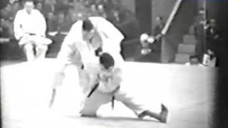 Judo 1961 Paris: George Kerr (GBR) - Tok Yong (KOR) [open].