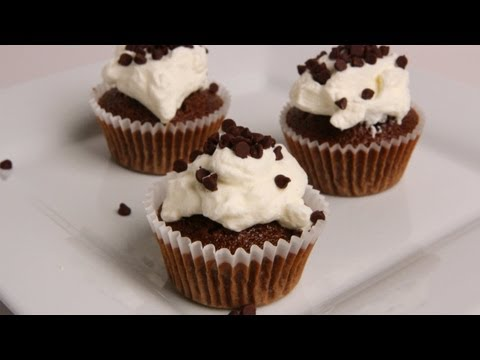 Tiramisu Cupcakes Recipe – Laura Vitale – Laura in the Kitchen Episode 342