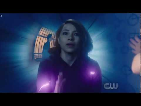 Flash 5x8 Barry and Nora travel to the past and meet Savitar and Time wraith follows them!!