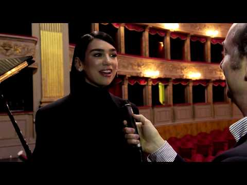 Dua Lipa Meets Pope Francis And Performs With Andrea Bocelli In Rome - Leonardo Metalli