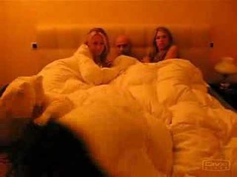 Sesso con mia moglie e un amico nella sauna