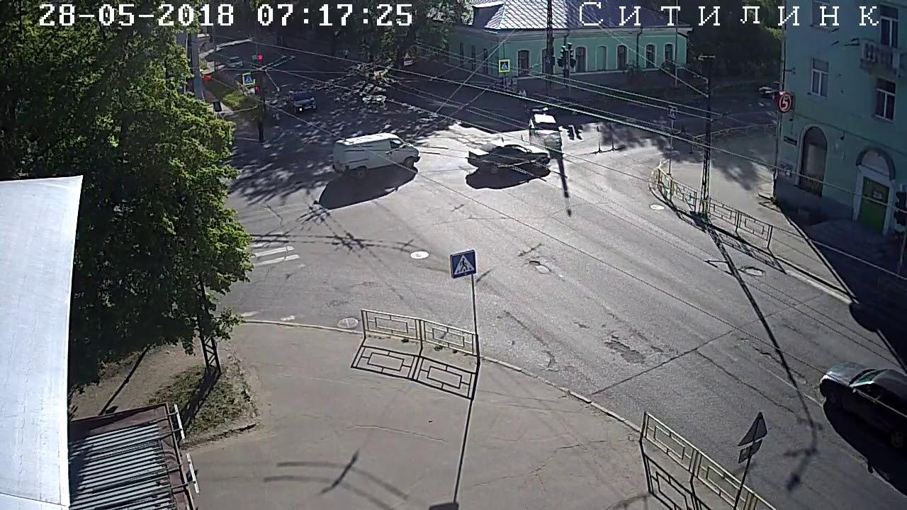 Лобовое столкновение на перекрестке в Петрозаводске