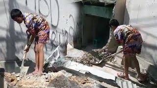 Bocah Ini Bongkar Rumahnya Sendiri Karena akan Diratakan, Imbas Pelebaran Jalur Puncak