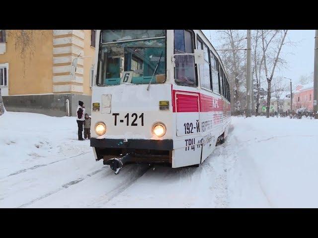 Трамвай слетел с рельсов