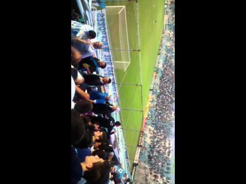 """""""Fumando marihuana y de caravana"""" Barra: La Inimitable • Club: Atlético Tucumán"""