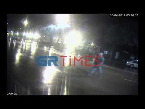 Θεσσαλονίκη: Περιπολικό έπεσε σε περίπτερο, κατά τη διάρκεια καταδίωξης (βίντεο)