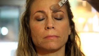 How to Make the Redness Go Away From Waxing Your Eyebrows : Facial Care & Beauty