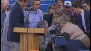 Al Gore Campaign in Iowa - Kid Faints
