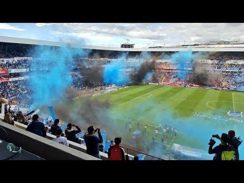 """""""La resistencia albiazul y afición de Querétaro recibiendo al equipo vs León 2017"""" Barra: La Resistencia Albiazul • Club: Querétaro"""