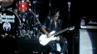 Aerosmith guitarist Joe Perry collapses