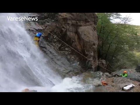 Le ricerche del soccorso alpino dell'uomo travolto da un torrente