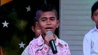 3 / A little boy Meas Samon sing khemarak Sreymon's song