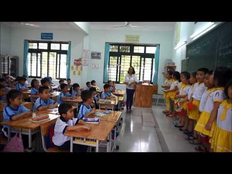 Lớp Lá tham quan trường tiểu học năm 2015