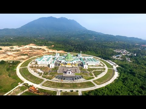 Four Beautiful Mosques In Indonesia.