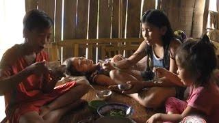 😭 Xót xa hoàn cảnh 3 đứa nhỏ lao vào cuộc sống mưu sinh, Mẹ bệnh ngặt nghèo 😢