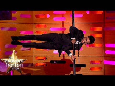 Zac Efron tančí u tyče a chválí Toma Cruise