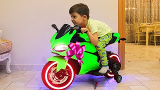 Tema ride on Sportbike Power Wheels and Surprise toys