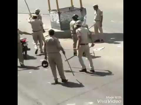 Втроем - нельзя! Индийская полиция против мотоциклистов