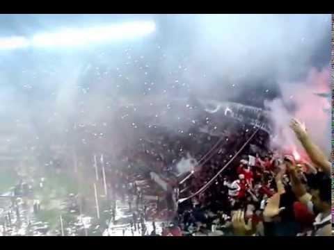 """""""♪♫♫Y sí, señor, de la mano del Muñeco vamo' a Japón♪♫♪"""" Barra: Los Borrachos del Tablón • Club: River Plate"""