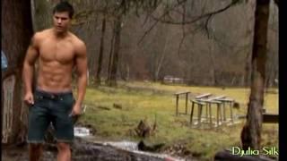 OMG! Taylor Lautner!