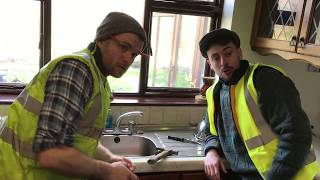 Tradesmen Who Don't Turn Up   The 2 Johnnies (sketch)