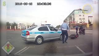 Смотреть онлайн Подборка ДТП: полицейские сбивают людей на дороге