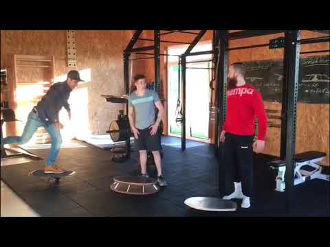 Großer Balance Board Vergleich - SENSOBOARD vs. Rollbrett vs. Therapiekreisel