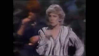 "Anne Murray - You Won't See Me - ""Live"""