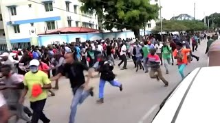 video: Watch: Crowds flee as police fire tear gas ahead of coronavirus curfew in Kenya