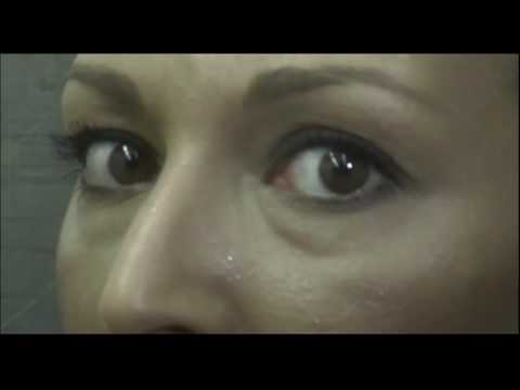 Como se llama la pel cula de terror que aparece una mujer for Espejo q aparece en una pelicula