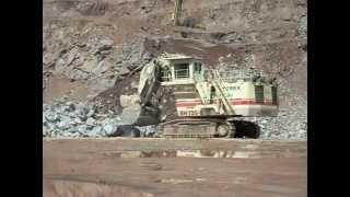 preview picture of video 'Mountsorrel quarry (lafarge)  ball breaking / mountsorrel采石场(拉法基)带球突破'