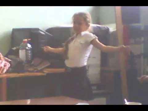 спокольный  танец девочек