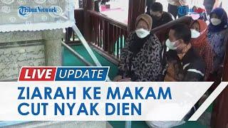 Momen Mensos Tri Rismaharini Menangis saat Ziarah ke Makam Cut Nyak Dien di Sumedang