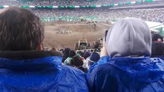Grave Digger at Metlife - Video Youtube
