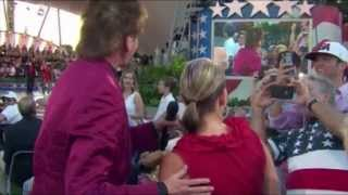 Barry Manilow at A Capitol Fourth 2013 does not care for a woman's singing